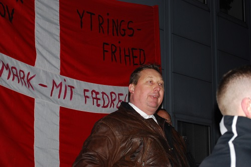 Leader of SIOE and SIAD Anders Gravers speaks to the demonstration and explains the purpose of the row of demonstrations.